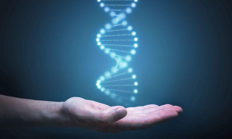 Main tendu avec une image d'ADN dans la main