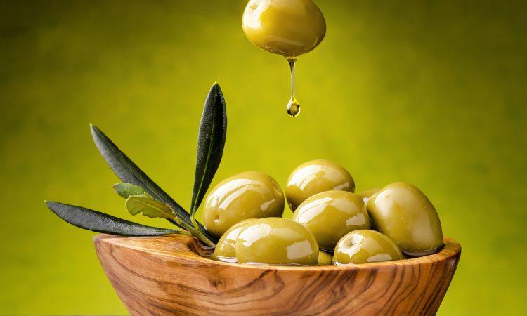 bol d'olives et d'huile d'olive