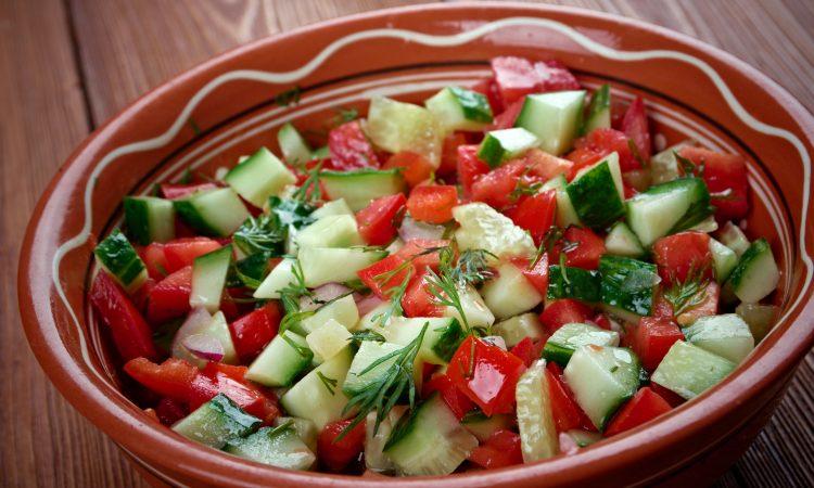 bol de salade concombre et tomate