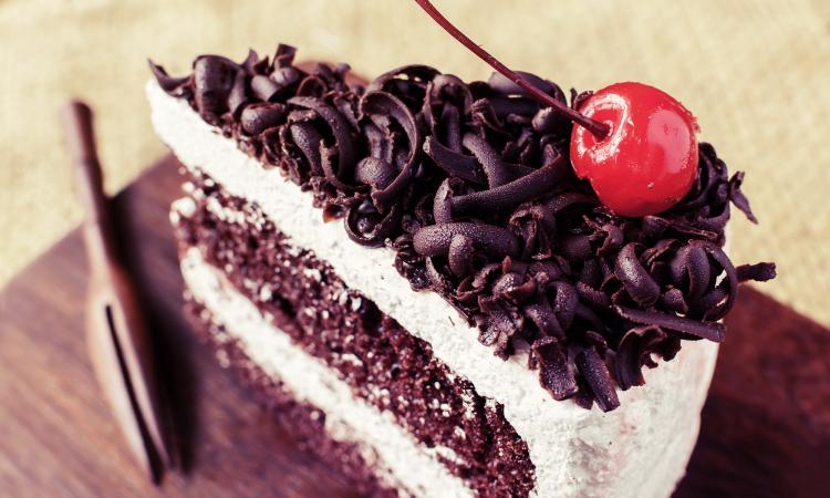 tranche de gâteau forêt-noire